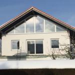 München: Neubaumontage Kunststofffenster Giebelfront