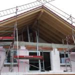 München: Neubaumontage Kunststofffenster Giebelfront Rohbau