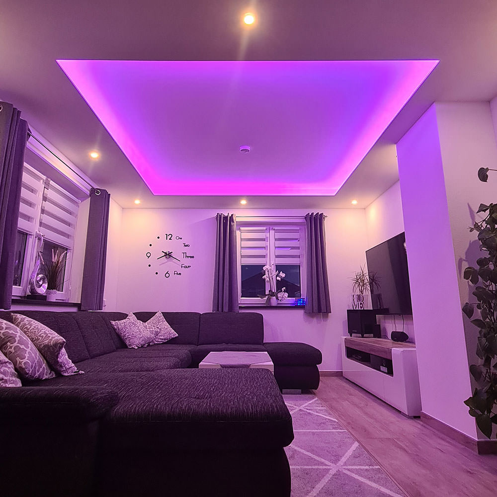 Innenausbau in Stadl - Wohnzimmer mit indirekter Beleuchtung
